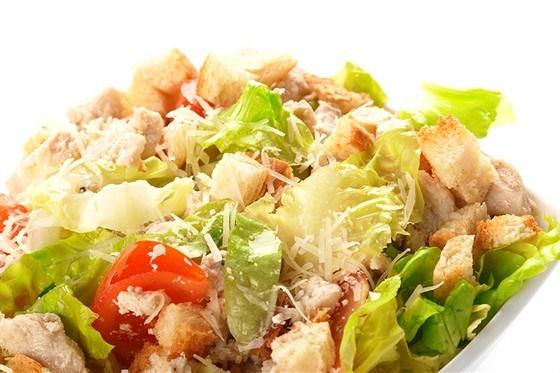 salat-cezar-s-chesnochnym-majonezom.jpg