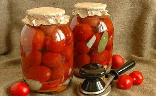Солёные помидоры в банках холодным способом без уксуса