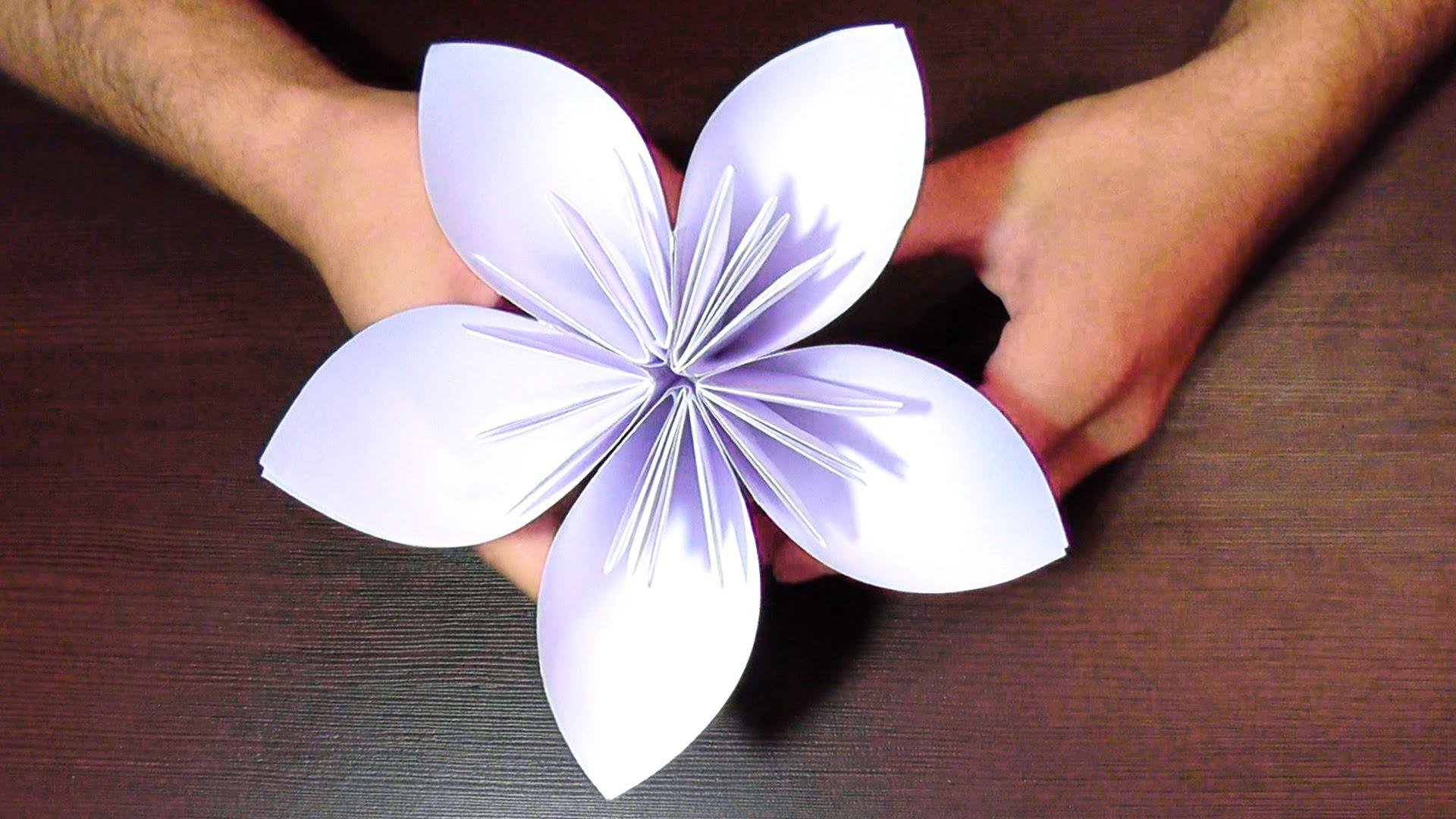 Красивая поделка из белой бумаги