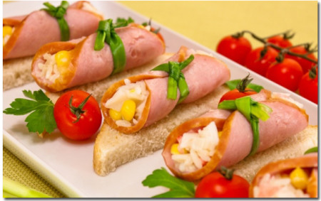 1435252950_ruletiki-iz-vetchiny-s-salatom
