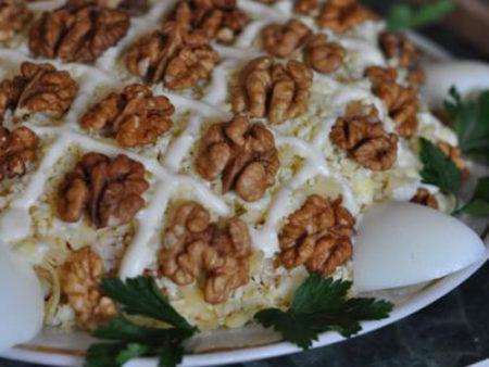 salat-cherepakha-s-kuritsey-i-gretskimi-orekhami