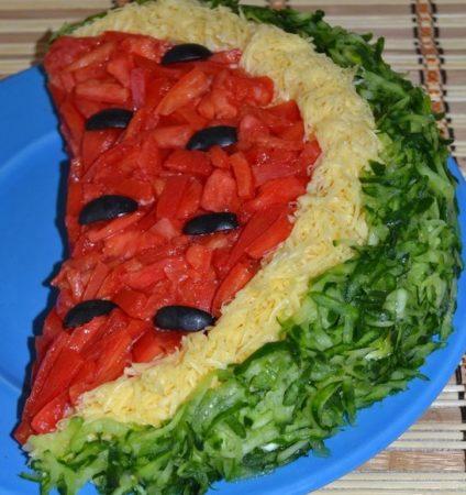 Salat-Arbuznaya-dolka-s-kuritsey