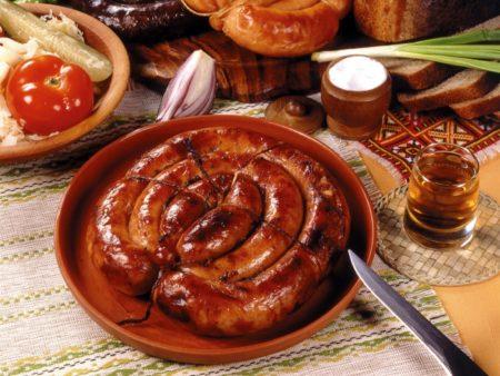 Domashnyaya kolbasa iz svininy i govyadiny v kishkakh retsept s foto 4