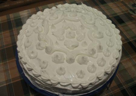 Belkovyy krem dlya ukrasheniya torta khorosho derzhit formu 3