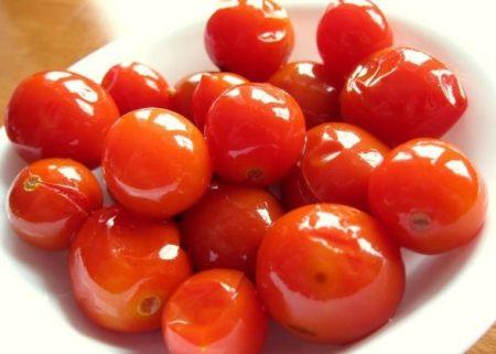 Malosol'nyye pomidory retsept bystrogo prigotovleniya v kastryule 3
