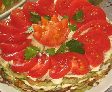 kabachkovyy-tort-retsept-s-foto-poshagovo-s-pomidorami-2