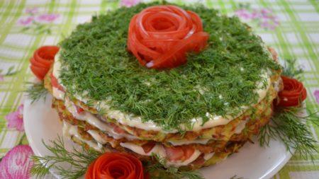 kabachkovyy-tort-retsept-s-foto-poshagovo-s-pomidorami