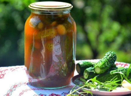 ogurtsy-s-ketchupom-chili-na-zimu-v-litrovykh-bankakh-3
