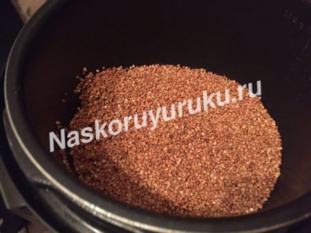 grechnevuyu-kashu-kladem-v-multivarku