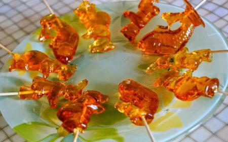 karamelnye-elochnye-igrushki