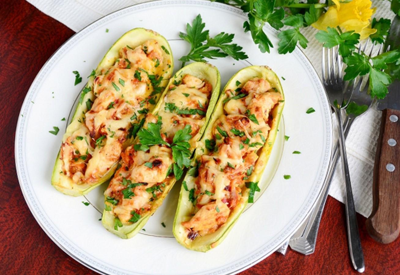 Рецепты из кабачков с фаршем лодочки в духовке рецепт